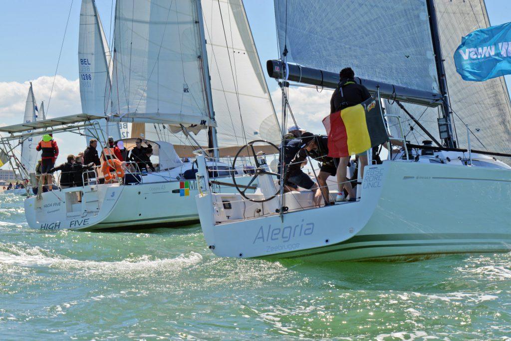 Team building on a sailboat zeilboot huren Nieuwpoort België