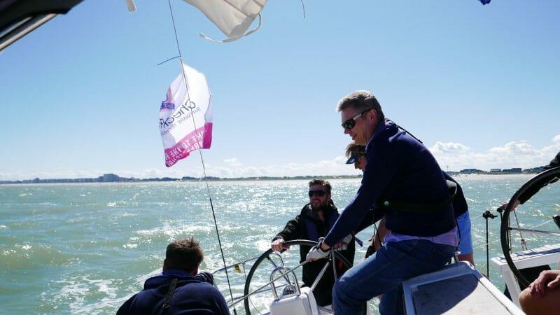 Teambuildiing op een zeilboot